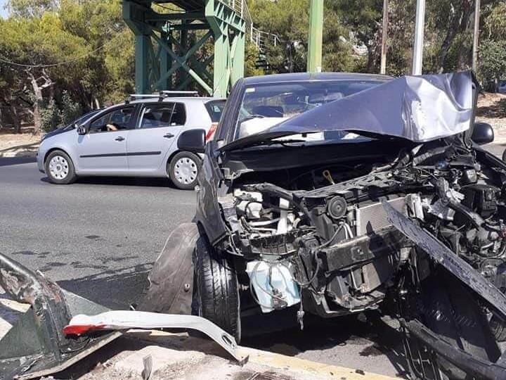 Σφοδρό τροχαίο ατύχημα στη Λεωφόρο Κατεχάκη | Βύρωνας.gr