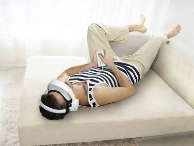 Royole-X на диване