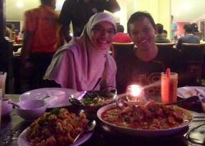 Kakak kami yang berbahagia dengan suaminya tercinta :)