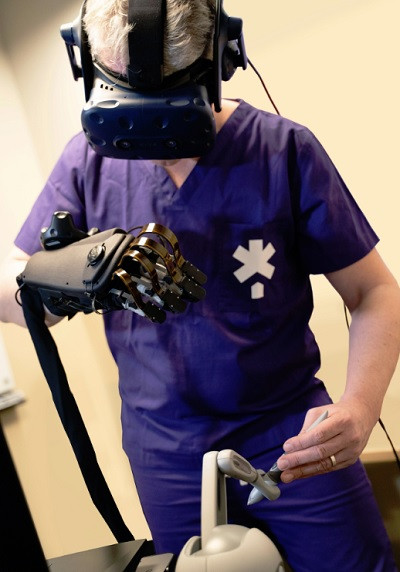 Using HaptX Gloves to Perform Simulated Surgery