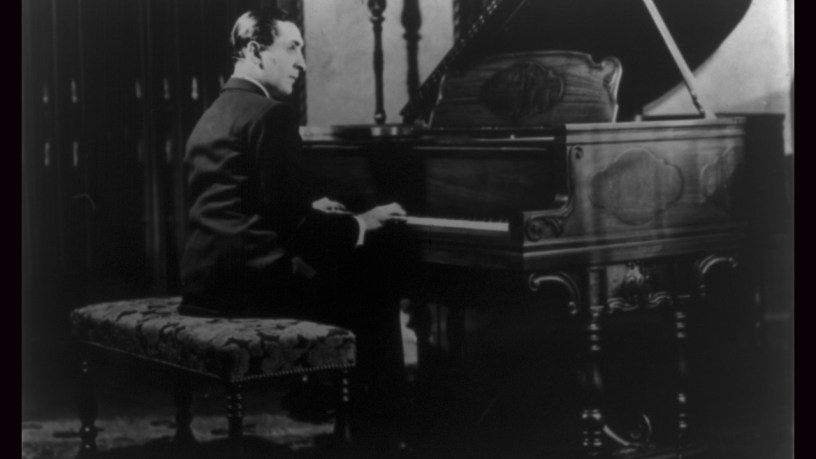 [1926] Vladimir Horowitz plays – Etude Op.10-8, Op.10-5 – Chopin