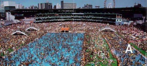 piscina-mucha-gente-1_500x226