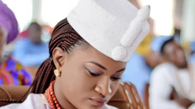 Taiwo Oyebola Agbona: une jeune femme de 23 ans intronisée reine au Nigéria