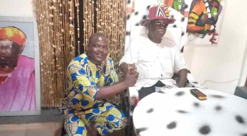 Visite de Jean-Bernard Favi à son éminence Daagbo Hounon Houwamenou Tomadjlehoukpon II: L'union des fils et filles de Ouidah et le développement au coeur des échanges