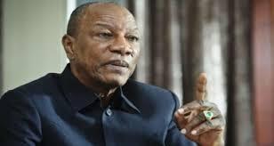Candidature d'Alpha Condé en Guinée: ses partisans applaudissent, ses opposants menacent
