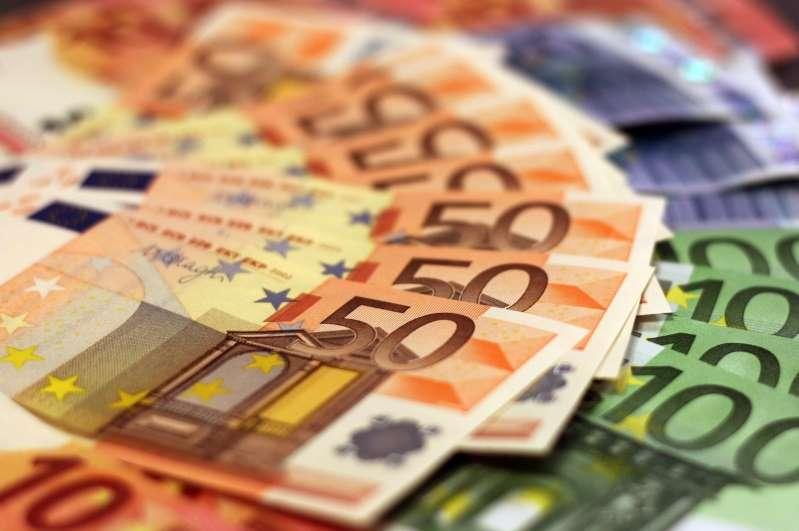 Paris: une femme découvre 500.000 euros en liquide dans sa cave