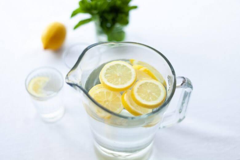 Santé/Bien-être: 8 raisons de boire de l'eau citronnée tous les jours