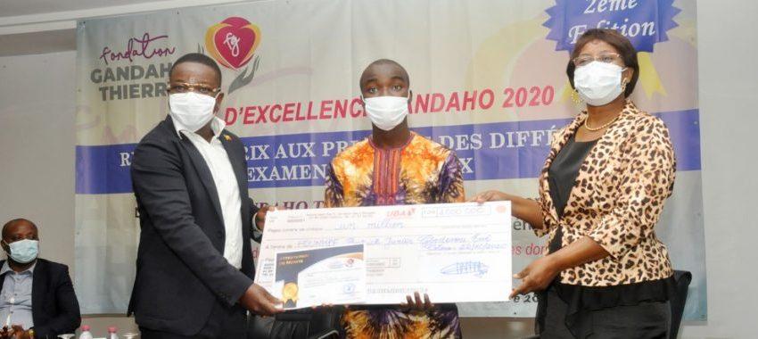Prix d'excellence Gandaho 2020: Dix lauréats aux examens nationaux honorés à Cotonou