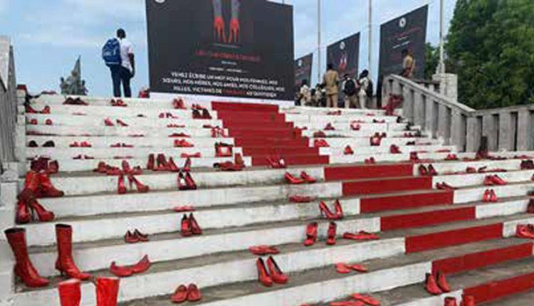 Lutte contre les violences faites aux femmes: Une exposition de ''chaussures rouges'' pour toucher les cœurs