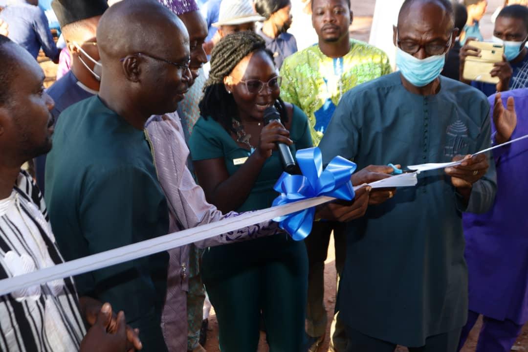Célébration des noces d'Etain de la JCI Abomey-Calavi Pléiade : La Présidente Libérale ADOUGOTCHODO et son équipe offrent une bibliothèque à l'arrondissement de KPANROUN