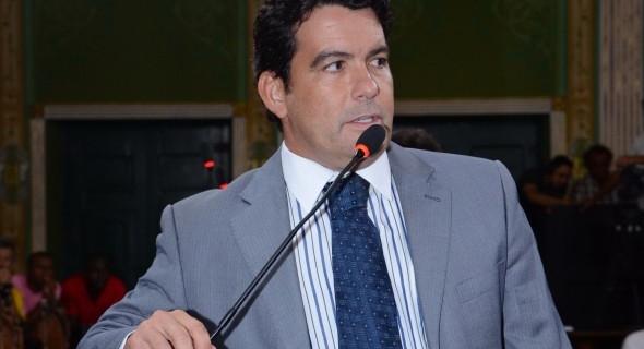 Paulo Magalhães Jr. solicita reformas de escadarias na Liberdade