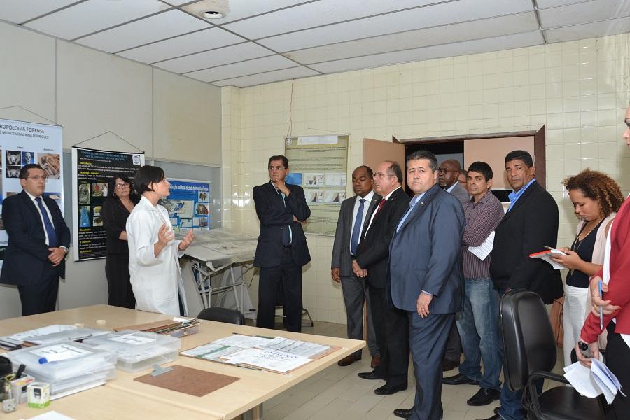 Comissão de Saúde visita Instituto Médico Legal