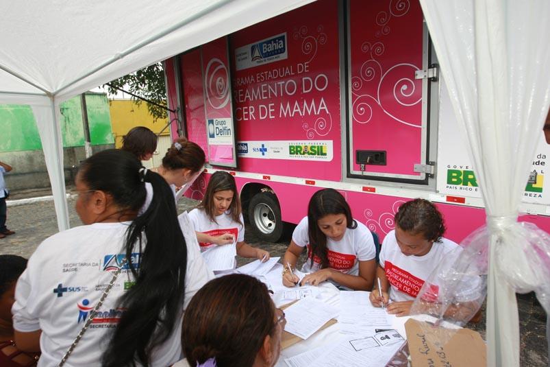 Carreta itinerante oferece exames preventivos e agendamento de mamografias gratuitas em Salvador