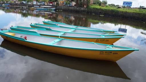 Governo entrega canoas motorizadas para pescadores da região do Recôncavo