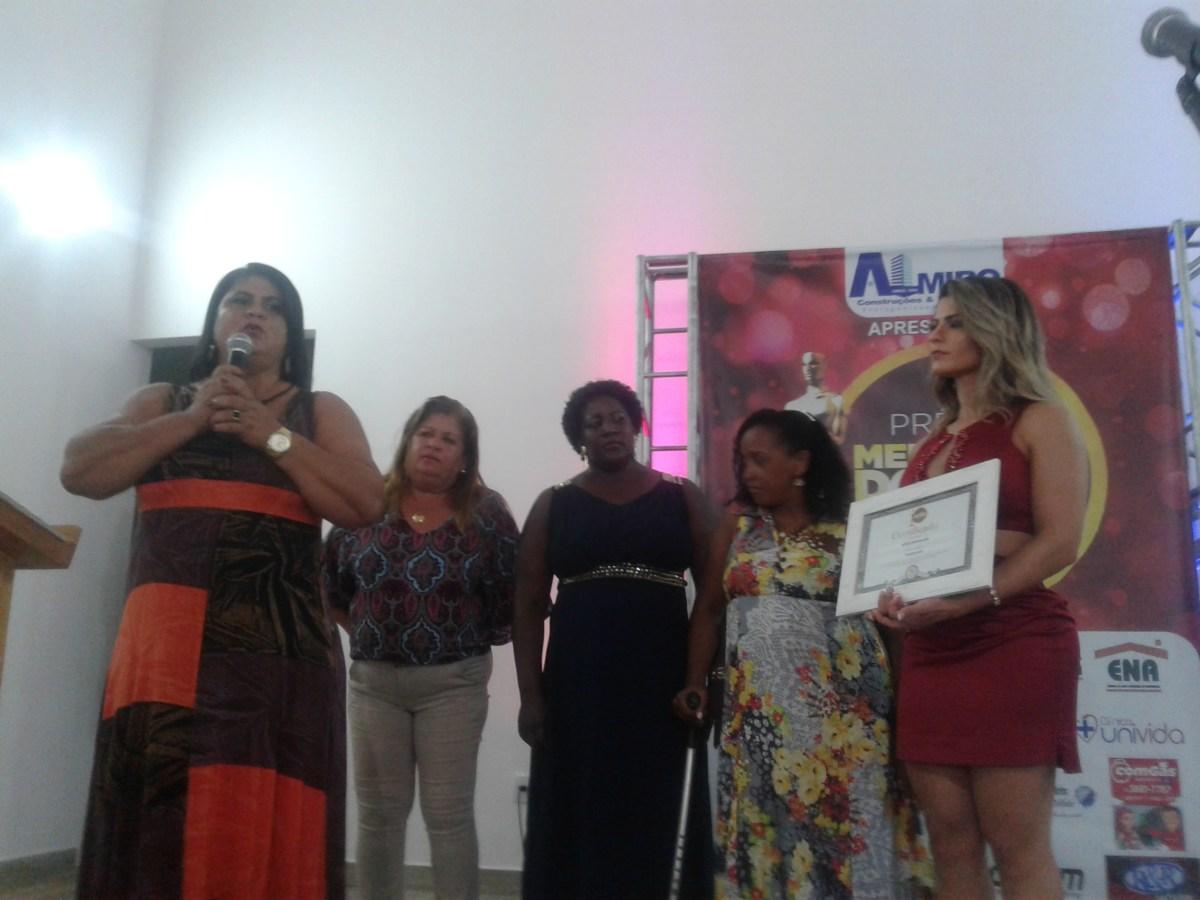 APLB Sindicato Núcleo de Vera Cruz é ovacionada ao receber prêmio no município