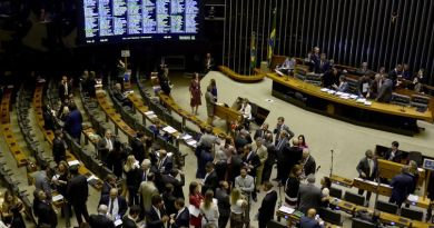 Proposta extinguirá aposentadorias especiais para parlamentares