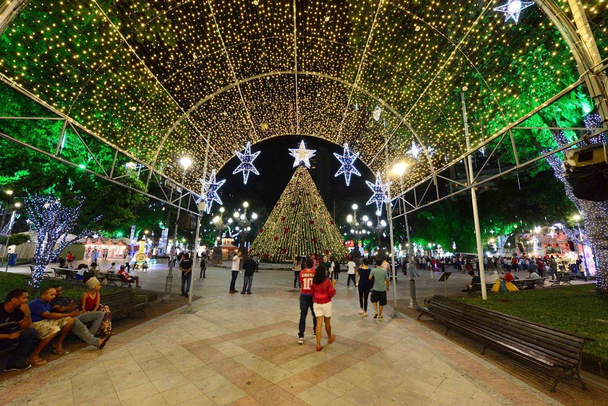 Prefeitura inaugura iluminação e decoração de Natal