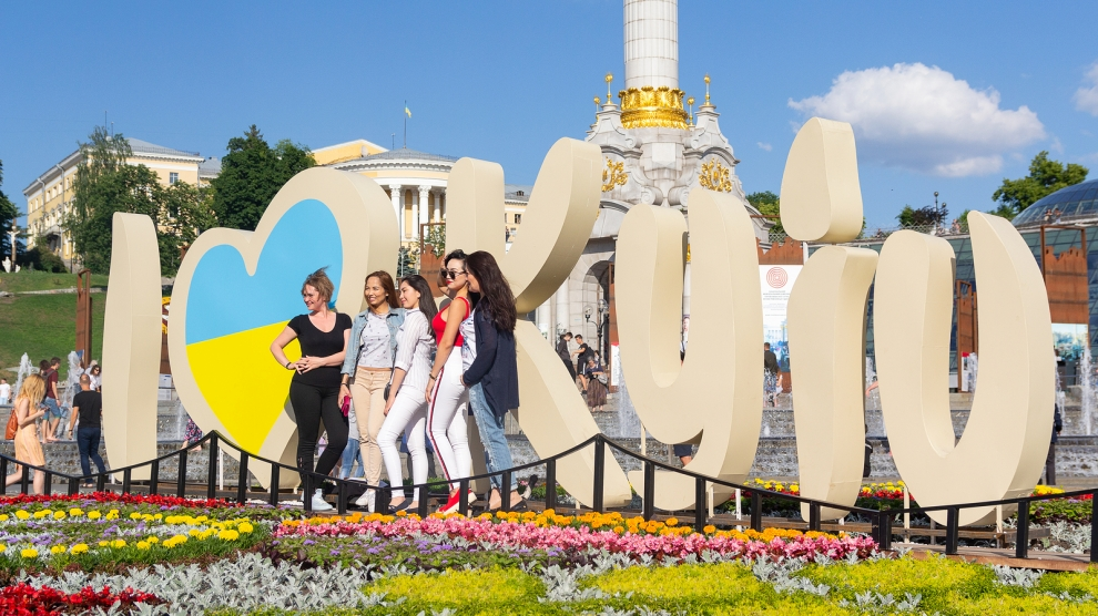 Zelensky called on representatives to join efforts to attract international tourists to visit Ukraine.
