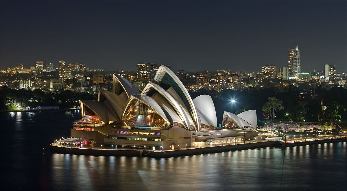 Begin your Sydney experience amongst the iconic structures that edge the famed Sydney Harbour. Arrive in Circular Quay to see the white curves of Sydney Opera House.
