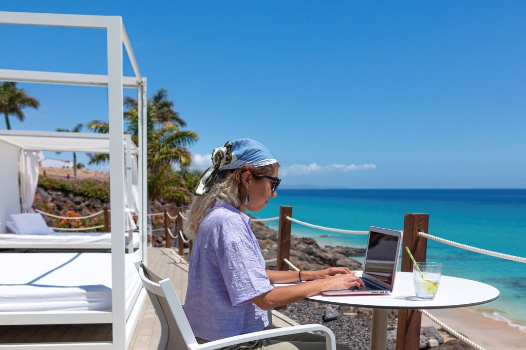 The Canary Islands is a haven for digital nomads looking for a great work-life balance. The Archipelago has always offered high internet speed, better than the European average, which is set to become even faster with the introduction of 5G.