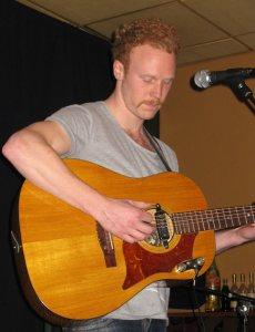 Krister med gitar