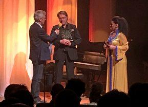Jan-Olof Andersson med prisen