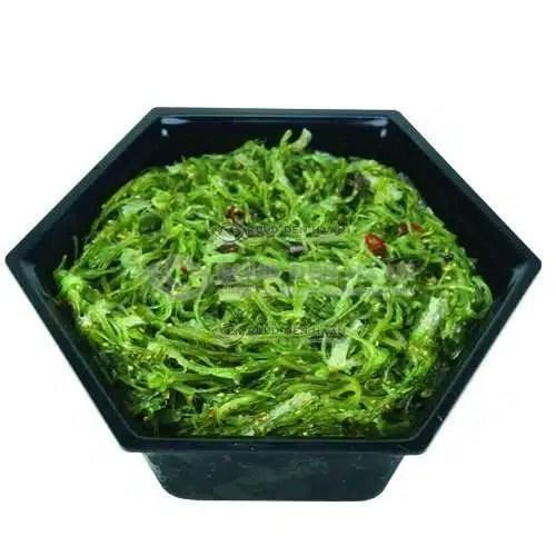 Wakame salade in zwart bakje