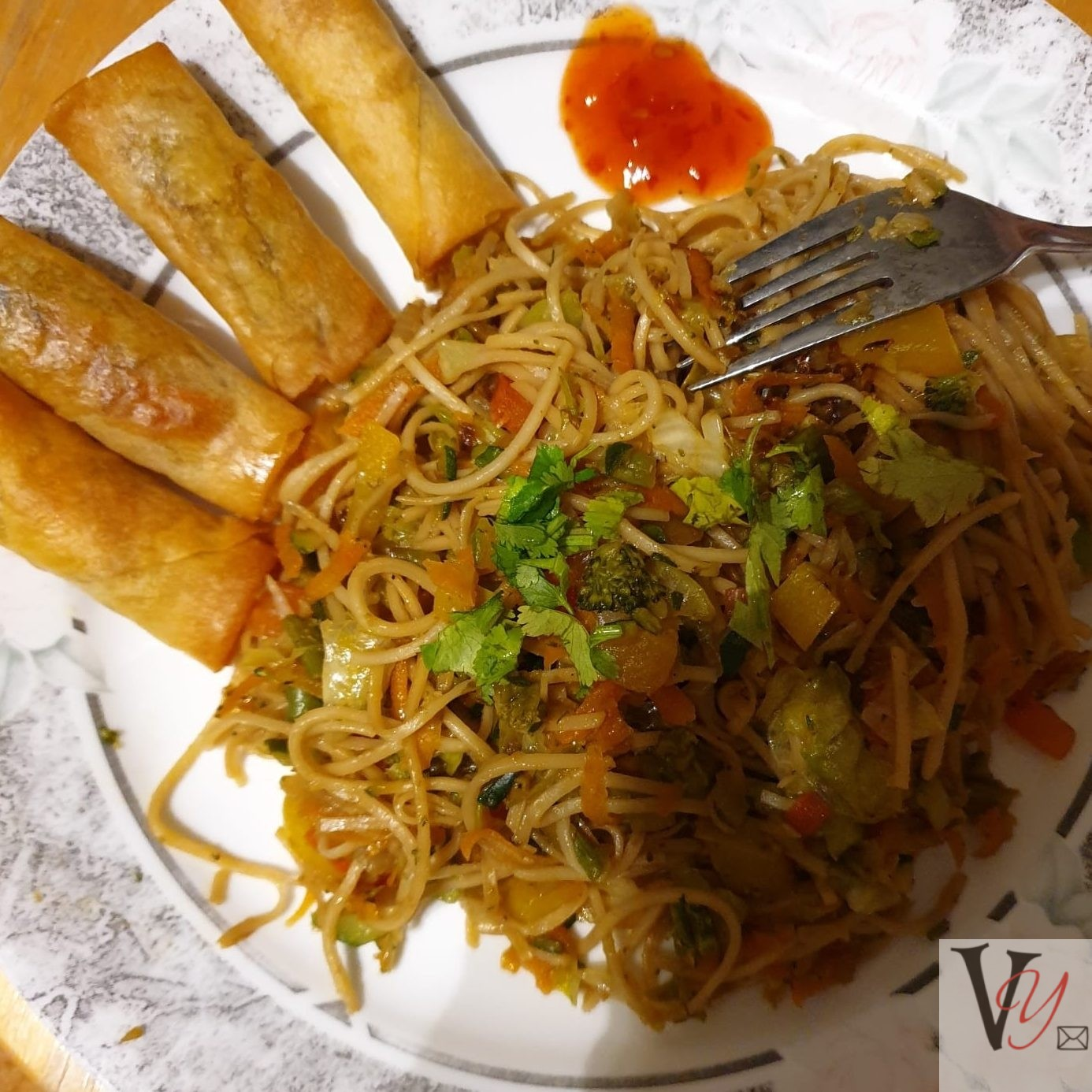 Spring rolls with Chinese noodles