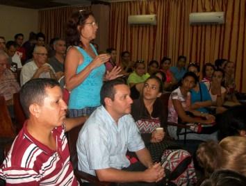 Preocupada por los precios de los alimentos y su disponibilidad en la red de tiendas se mostró esta docente de la Universidad de Holguín. UHO FOTO/Luis Ernesto Ruiz Martínez.