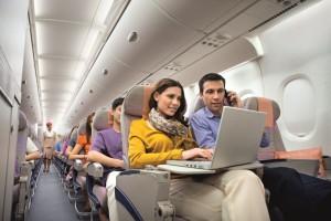 in allen 53 Emirates Flugzeugen des Typs Airbus A380 sowie 28 Jets des Typs Boeing 777 ist WLAN möglich