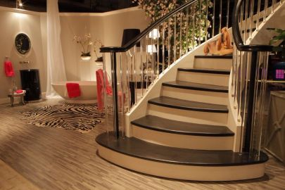 20 Contemporary Curve Stair with Acrylic Balusters