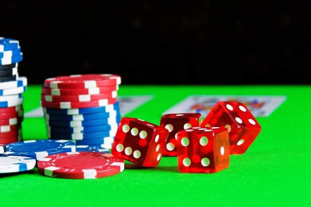 Кости и фишки в казино в Минске