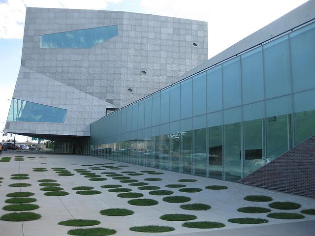 "Walker Art Center, Minneapolis. Image by <a href=""https://flic.kr/p/6vdTM1"" target=""_blank""> Richie Diesterhoft/flickr</a>"
