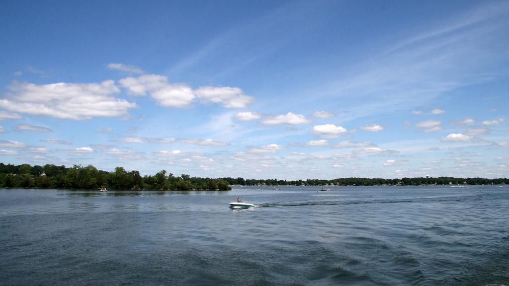 "Lake Minnetonka Photo by <a href=""https://flic.kr/p/6RJcJY"" target=""_blank"">yuan2003/flickr</a>"