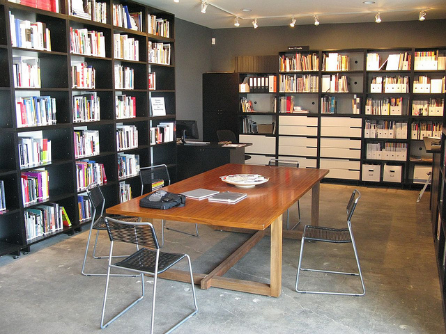 "Midway Contemporary Art Library. Image by <a href=""https://flic.kr/p/8M9Bfn"" target=""_blank"">latitudes-flickr/flickr</a>"