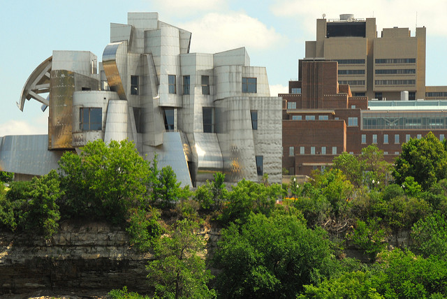 "Weisman Art Museum, U of M Campus in Minneapolis. Image by <a href=""https://flic.kr/p/241hw4"" target=""_blank""> Becky Lai/flickr</a>"