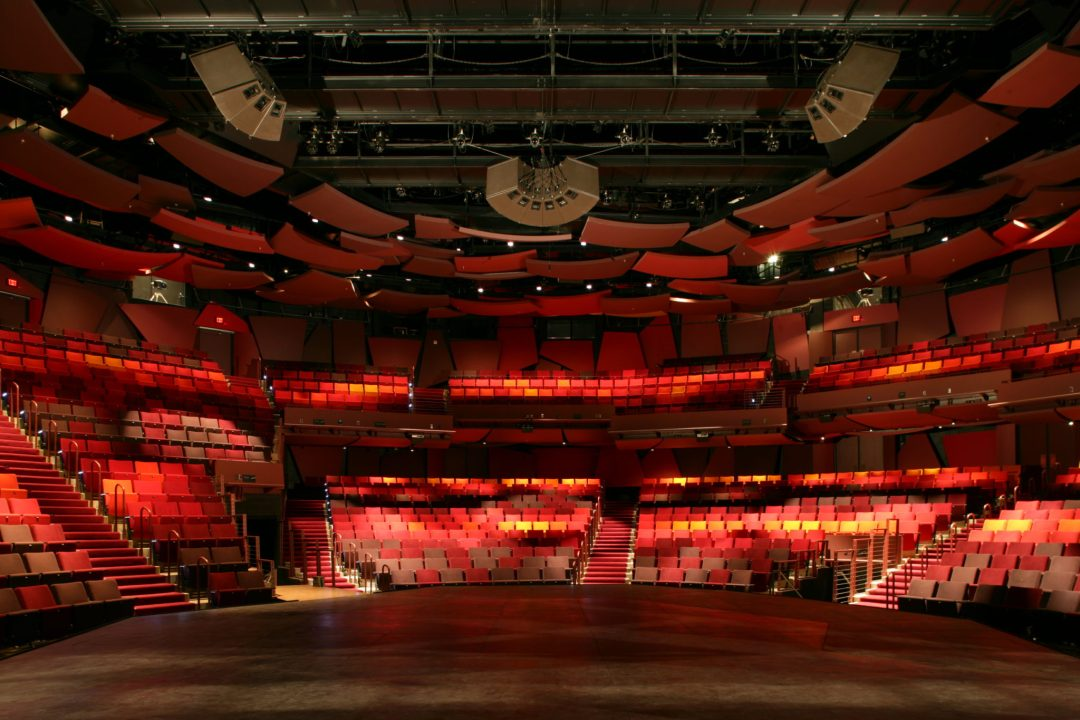 "Wurtele Thrust Stage. Image by  <a href=""http://www.guthrietheater.org/"" target=""_blank"">Guthrie Theater</a>"