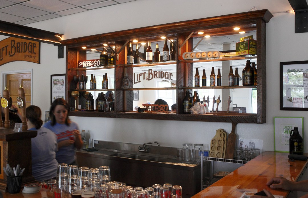 Lift Bridge Brewery bar