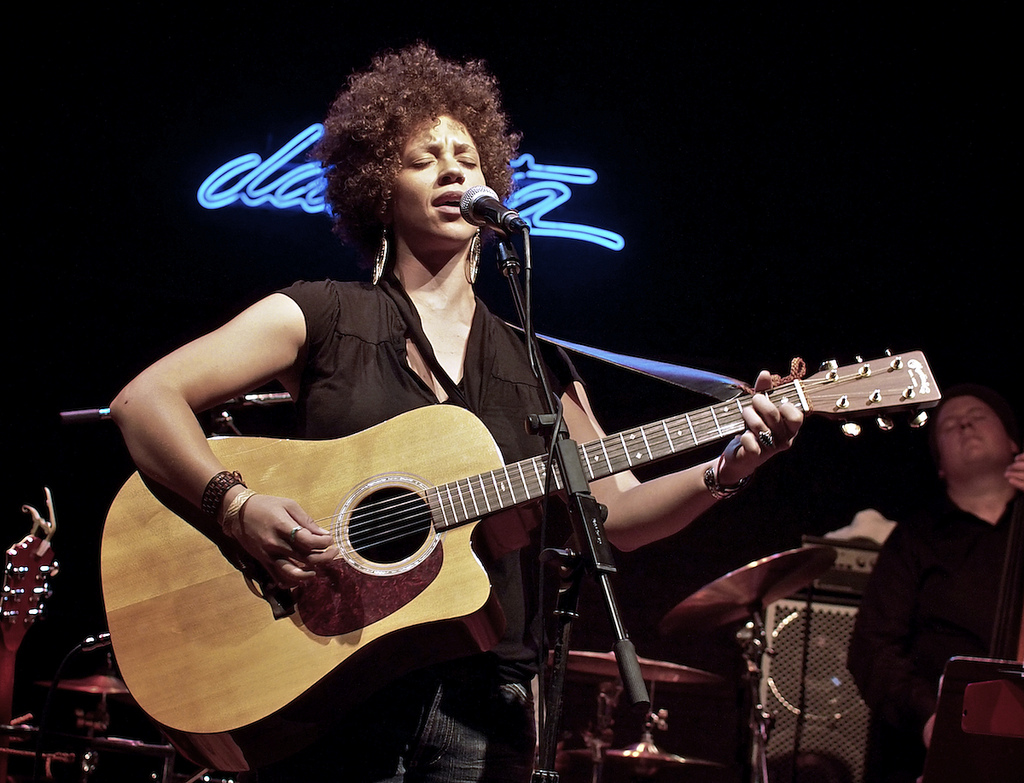 An image of Chastity Brown performing at the Dakota Jazz Club