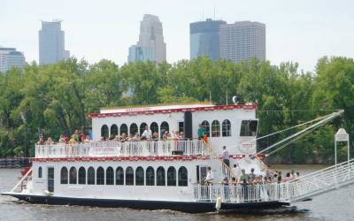 Top 5 Public Cruises in the Twin Cities
