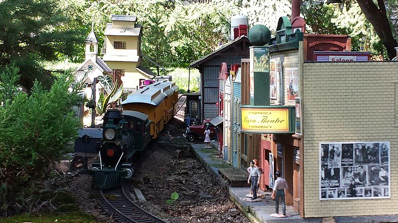 Buildings and townspeople also live in the Lutz Railroad Garden.