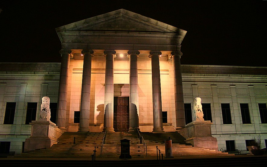Photo of the exterior of the Minneapolis Institute of Art at dusk