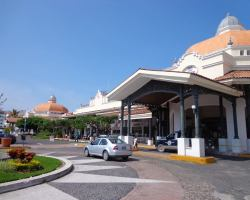 Marina Vallarta: Plaza Marina shopping center in Puerto Vallarta Mexico