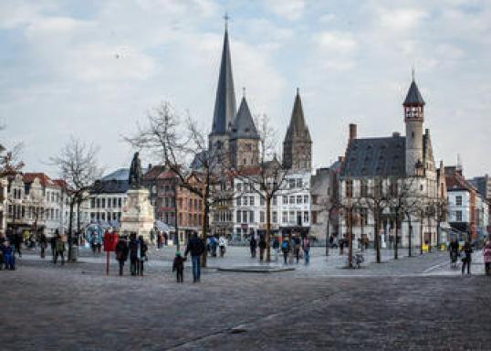 Resultado de imagen para Vrijdagmarkt [Vrijdagmarkt]