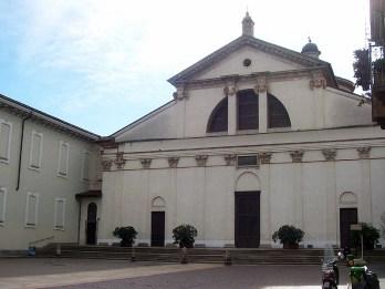 La ventana del Emperador en la Basílica de San Vittore Milán