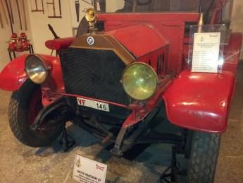 Museo Bomberos de Milán - Vista de una Isotta Fraschini 1930