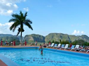 vinales-cuba-piscina-jazmines-vista