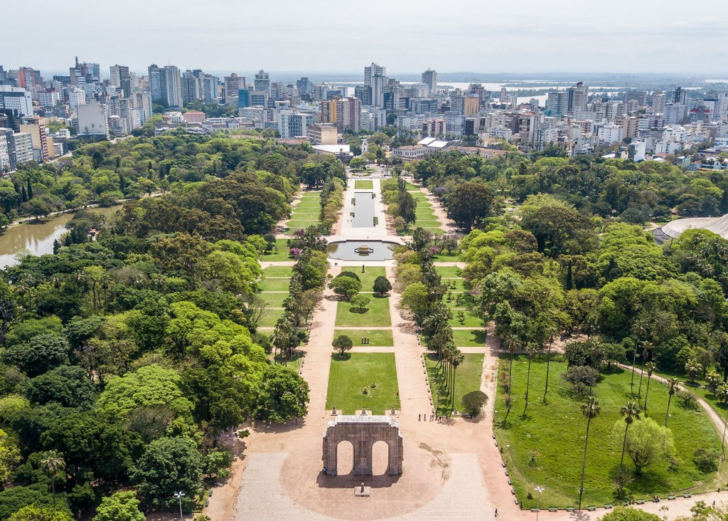 Parque da Redenção. Um dos cartões postais de Porto Alegre. Conhecida por suas feiras nos fins de semana.