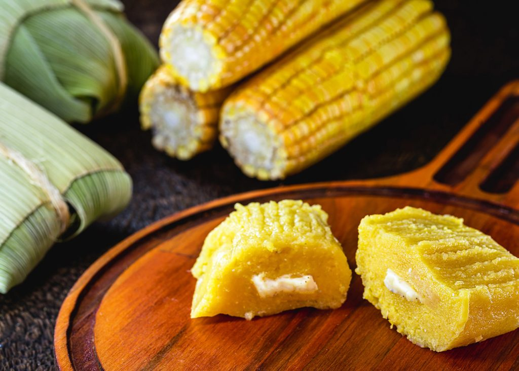 Pamonha is a Brazilian delicacy, common in the states of the Northeast and also in Goiás, Mato Grosso, Minas Gerais, Paraná, São Paulo and Tocantins. Sweet dill with cheese filling.