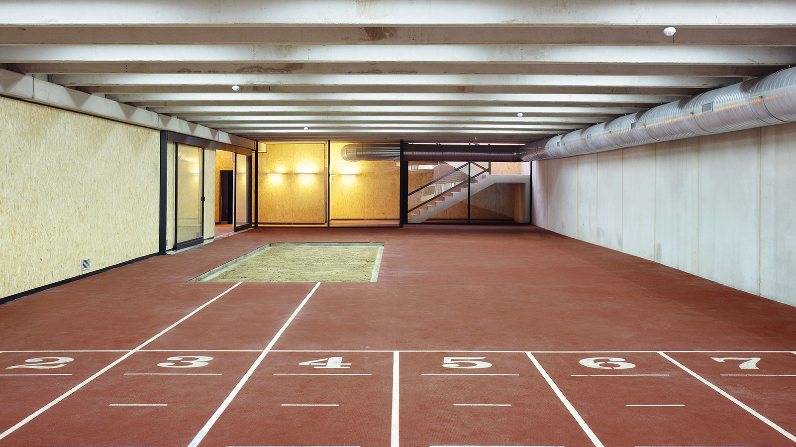 módulo interior de la pista de atletismo de calvià en Magaluf. Athletics track in Magaluf , Entrena atletismo en Mallorca , Athletics track in Mallorca